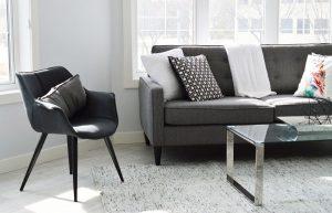 Aranżacja salonu w stylu skandynawskim – sprawdź, jak to się robi