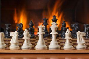Ogrzewanie domu kominkiem – z czym może się wiązać?